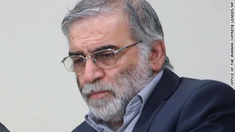 ในภาพนี้เผยแพร่โดยเว็บไซต์อย่างเป็นทางการของสำนักงานของผู้นำสูงสุดของอิหร่าน Fakhrizadeh กำลังประชุมกับผู้นำสูงสุด Ayatollah Ali Khamenei ในกรุงเตหะรานในเดือนมกราคม 2019