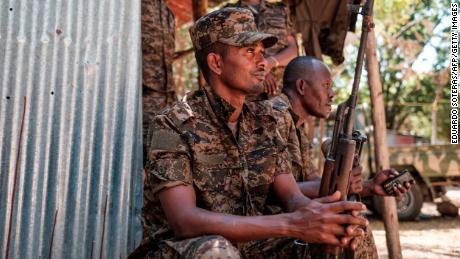 ทหารเอธิโอเปียพักในเมือง Dansha ประเทศเอธิโอเปียในวันที่ 25 พฤศจิกายน 2020