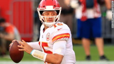 Patrick Mahomes looks to pass during the game against the Tampa Bay Buccaneers.