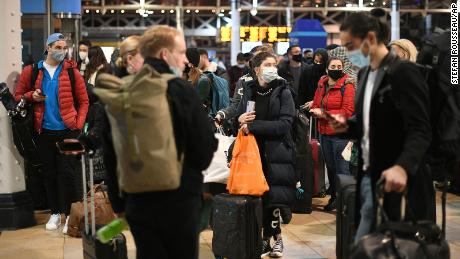 People at London's Paddington station wait after the announcement that the capital will soon enter Tier 4 Kovid-19.