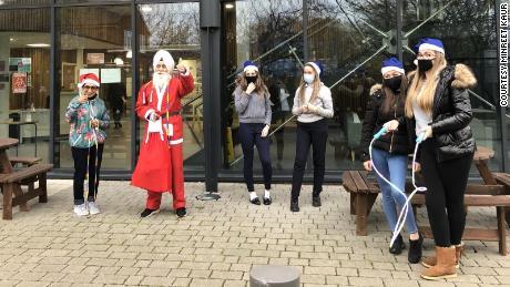 "Rajinder Singh delivers Christmas presents as the ""Skipping Sikh Santa."""