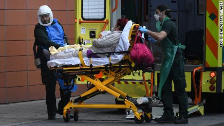 Entering the UK & # 39;  Worst point & # 39;  As epidemics, top health officials warn, as cases progress and bodies pile up