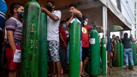 Long-term relatives of patients infected with the Kovid-19 queue to refill their oxygen tanks at the Carboxy Company in Manaus, Amazonas State, Brazil, on January 19, 2021.