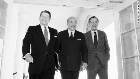 In this Jan. 9, 1985 file photo, Secretary of State George Shultz, center, walks with President Ronald Reagan and Vice President George Bush upon his arrival at the White House in Washington, after two days of arms talks with the Soviet Union in Geneva. (AP Photo/Barry Thumma, File)