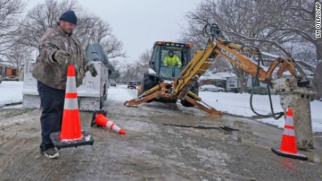 Another battle Texans wage as they tackle winter weather: water problem