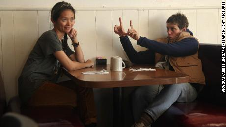 Writer / director Chloe Zhao & quot;  Itinerant & quot;  With actor and producer Francis MacDormand on the set of.