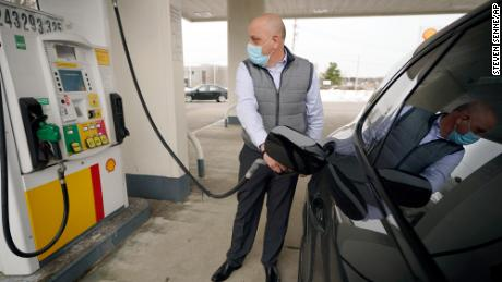 Here comes $3 gas, just as Americans start traveling again