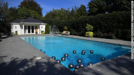 When they lived at the Vice President's residence, the Quail family set up the pool.