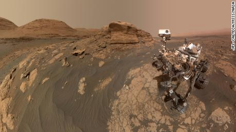 Mars Curiosity rover takes selfie with 'Mont Mercou'