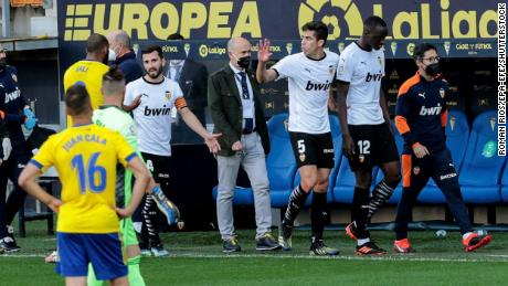 Mouctar Diakhaby leaves the pitch with his teammates after allegedly receiving a racist comment.