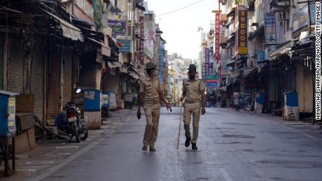 A deserted scene outside the shrine of Sufi saint Hazrat Khwaja Moinuddin Chishti in Ajmer is closed to pilgrims after the rise of Kovid-19 cases across the country in Ajmer, Rajasthan, India on 24 April.