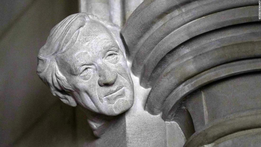 Elie Wiesel memorialized with bust at the Washington National Cathedral