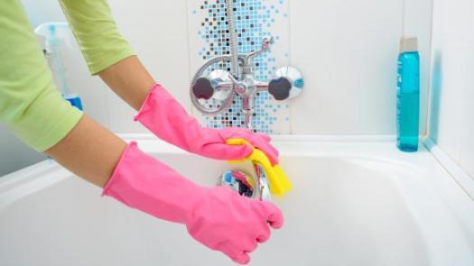 How to deep clean a bathroom 4