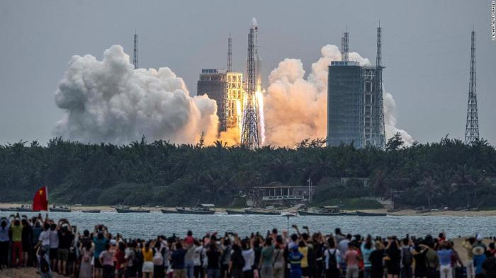 China rocket has reentered the Earth's atmosphere, and is estimated to land near the Maldives: China's space agency