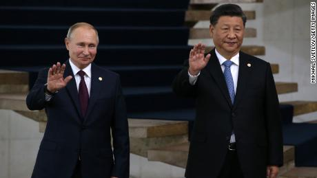 Russian President Vladimir Putin (left) and Chinese President Xi Jinping at a welcoming ceremony on November 14, 2019 in Brasilia, Brazil.