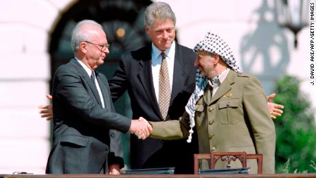 US President Bill Clinton watches as Israeli Prime Minister Yitzhak Rabin, left, and PLO leader Yasser Arafat shake hands on September 13, 1993 at the White House after signing the Oslo Accords.