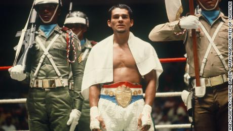 Roberto Duran in 'Hands of Stone' 'The Kings'