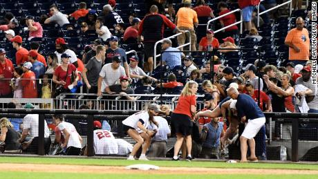نیشنلز پارک کے باہر فائرنگ سے 3 افراد زخمی ہوگئے جنہوں نے کھلاڑیوں اور مداحوں کو خوف و ہراس بھجوایا