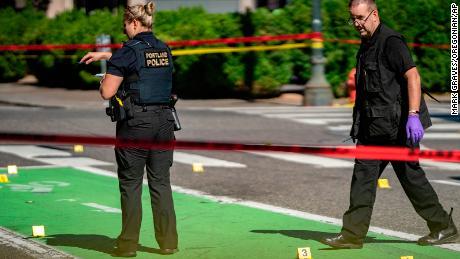 پولیس 17 جولائی کو ہفتے کے روز پورٹ لینڈ ، اوریگون میں ایک رات کی فائرنگ سے تفتیش کر رہی ہے۔