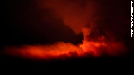 Das Bootleg Fire erleuchtet am 16. Juli den Himmel in der Nähe von Bly in Oregon.