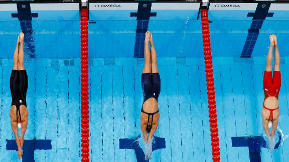 From left, Hungary's Katinka Hosszú, the United States' Alex Walsh and China's Yu Yiting take part in a semifinal race for the 200-meter individual medley on July 27. Walsh won the race.