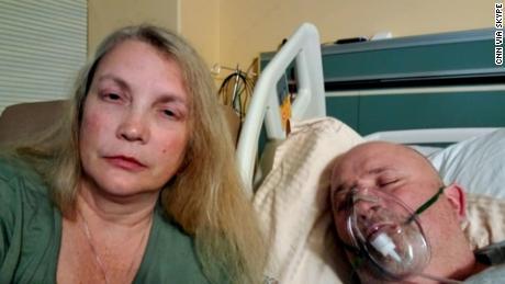 Denne Mississippi-kvindes uvaccinerede mand kæmper med Covid-19 på en ICU: ' Jeg ville ikke have, at min værste fjende skulle igennem denne '