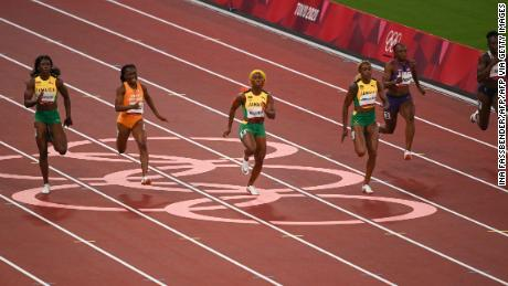 Fraser-Price and Thompson-Herrah took the lead in the 100 m final.
