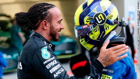 Hamilton consoles Norris after the Russian Grand Prix.
