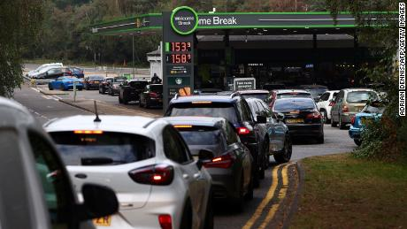 Motorists line up for fuel at a station off the M3 motorway near Fleet, west of London, on September 26, 2021.