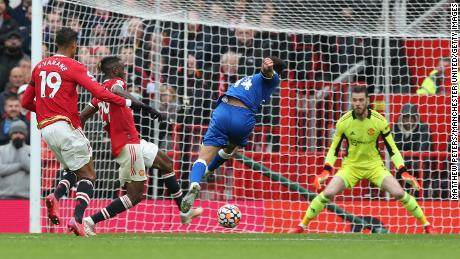 Andros Townsend scores Everton's equalizer against Manchester United in the 1-1 Premier League draw.