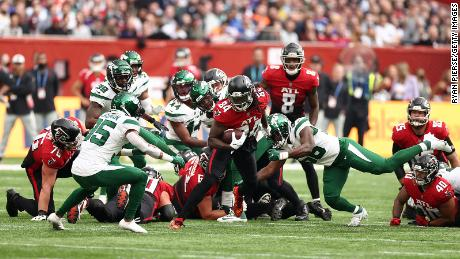 Cordrell Patterson runs with the ball against the Jets.