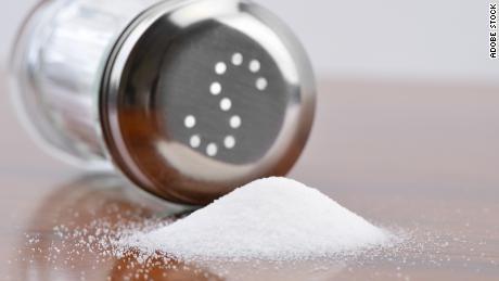 सीडीसी के पूर्व निदेशक: कम सोडियम नमक लाखों लोगों की जान बचा सकता है