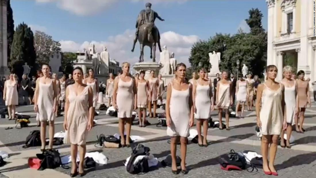 Flight attendants strip to protest working conditions