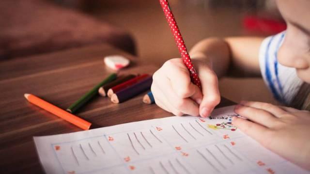 Τα παιδιά σταματούν να γράφουν με το χέρι: Πώς επηρεάζεται η ανάπτυξή τους  - CNN.gr