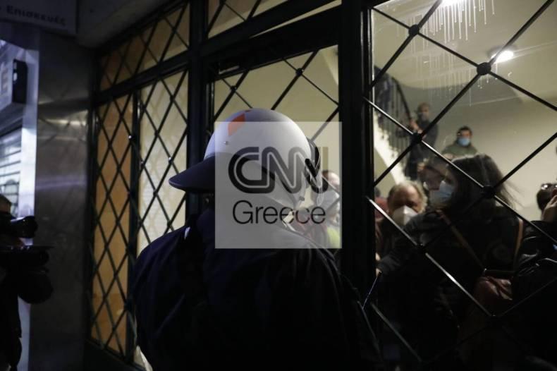https://cdn.cnngreece.gr/media/news/2020/12/06/245787/photos/snapshot/astynomia-stoa-2.jpg