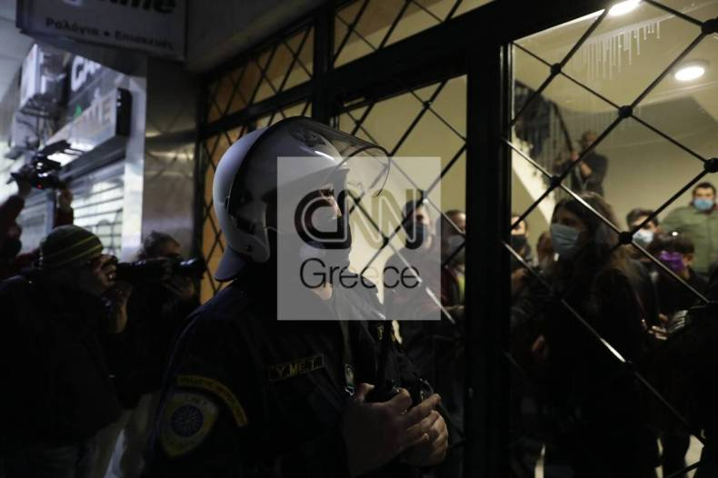 https://cdn.cnngreece.gr/media/news/2020/12/06/245787/photos/snapshot/astynomia-stoa-3.jpg