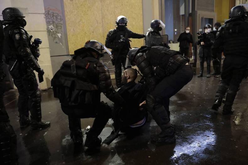 https://cdn.cnngreece.gr/media/news/2020/12/06/245822/photos/snapshot/AP_20340675025497.jpg
