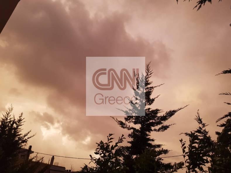 https://cdn.cnngreece.gr/media/news/2020/12/10/246273/photos/snapshot/kokkinos-oyranos-athina-1.jpg