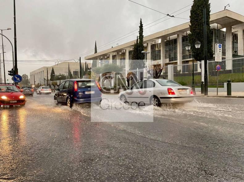 https://cdn.cnngreece.gr/media/news/2020/12/10/246289/photos/snapshot/kentro-athinas-kinhsh.jpg
