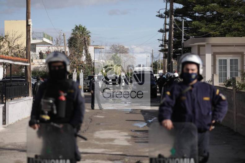 https://cdn.cnngreece.gr/media/news/2020/12/29/248636/photos/snapshot/aspropurgos-purovolismoi-katavlismos-2.jpg