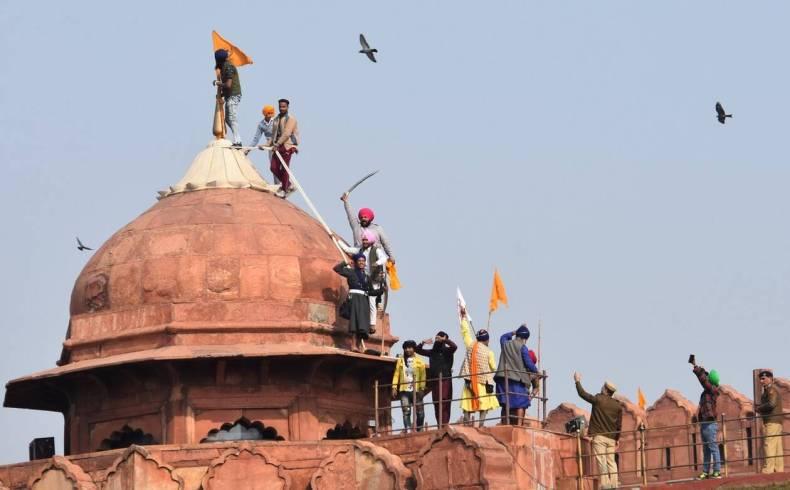 https://cdn.cnngreece.gr/media/news/2021/01/26/252077/photos/snapshot/india_agrotes-5.jpg