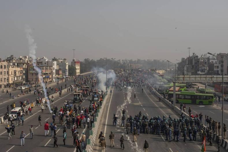 https://cdn.cnngreece.gr/media/news/2021/01/26/252077/photos/snapshot/india_agrotes-7.jpg