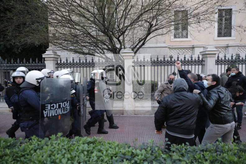 https://cdn.cnngreece.gr/media/news/2021/02/19/255206/photos/snapshot/sygkentrosi-gia-koufontina-10.jpg