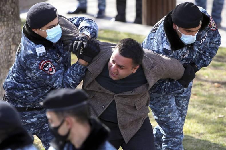 https://cdn.cnngreece.gr/media/news/2021/02/25/255952/photos/snapshot/armenia_pasinian-1.jpg