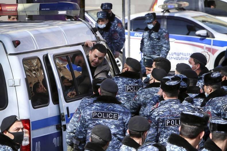 https://cdn.cnngreece.gr/media/news/2021/02/25/255952/photos/snapshot/armenia_pasinian-2.jpg