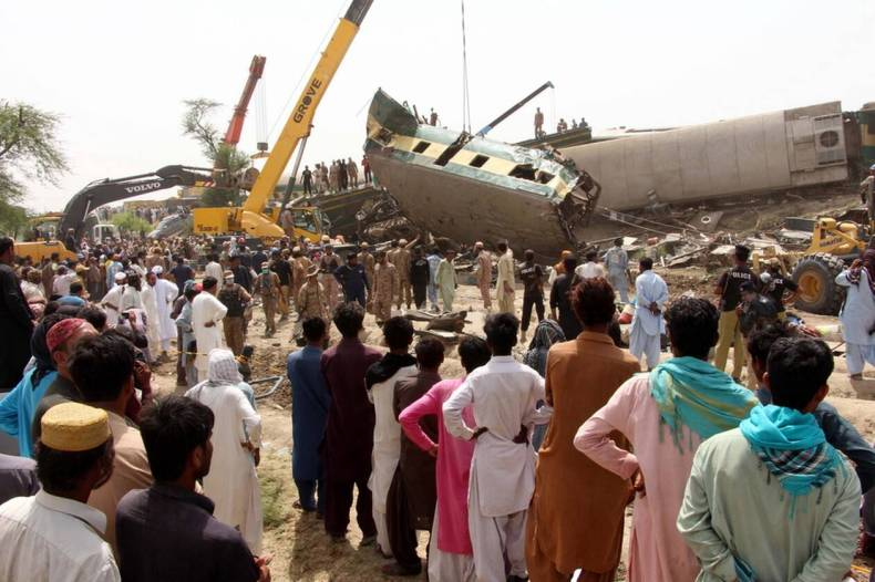 https://cdn.cnngreece.gr/media/news/2021/06/08/269177/photos/snapshot/pakistan-treno-distixima-2.jpg