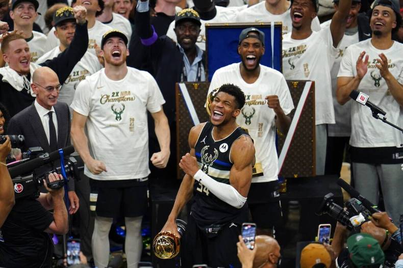 https://cdn.cnngreece.gr/media/news/2021/07/21/274915/photos/snapshot/MPAKS-NBA-TELIKOS-14.jpg