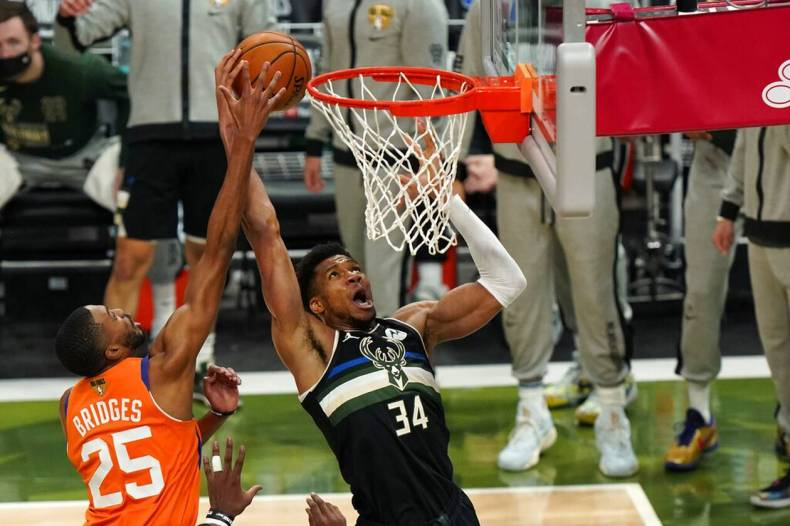 https://cdn.cnngreece.gr/media/news/2021/07/21/274915/photos/snapshot/MPAKS-NBA-TELIKOS-9.jpg