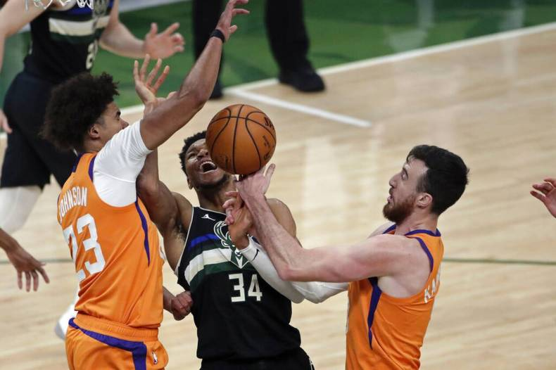 https://cdn.cnngreece.gr/media/news/2021/07/21/274922/photos/snapshot/MPAKS-NBA-TELIKOS-8.jpg