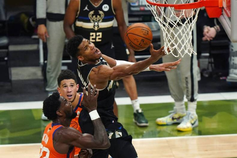 https://cdn.cnngreece.gr/media/news/2021/07/21/274924/photos/snapshot/MPAKS-NBA-TELIKOS-7.jpg